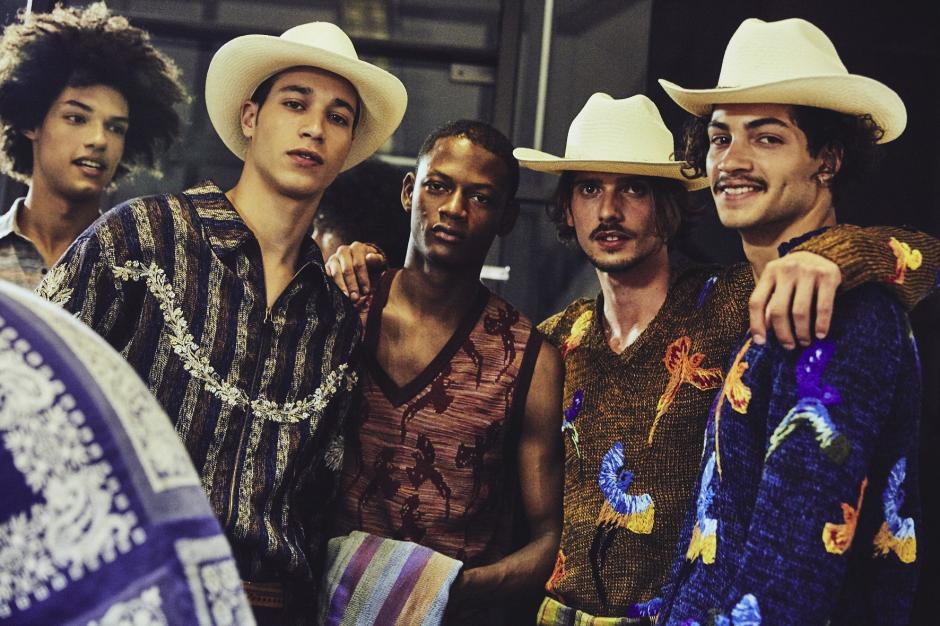 Los diseños de ropa masculina impactaron durante su presentación en la semana de la moda. (Foto: Facebook Missoni)