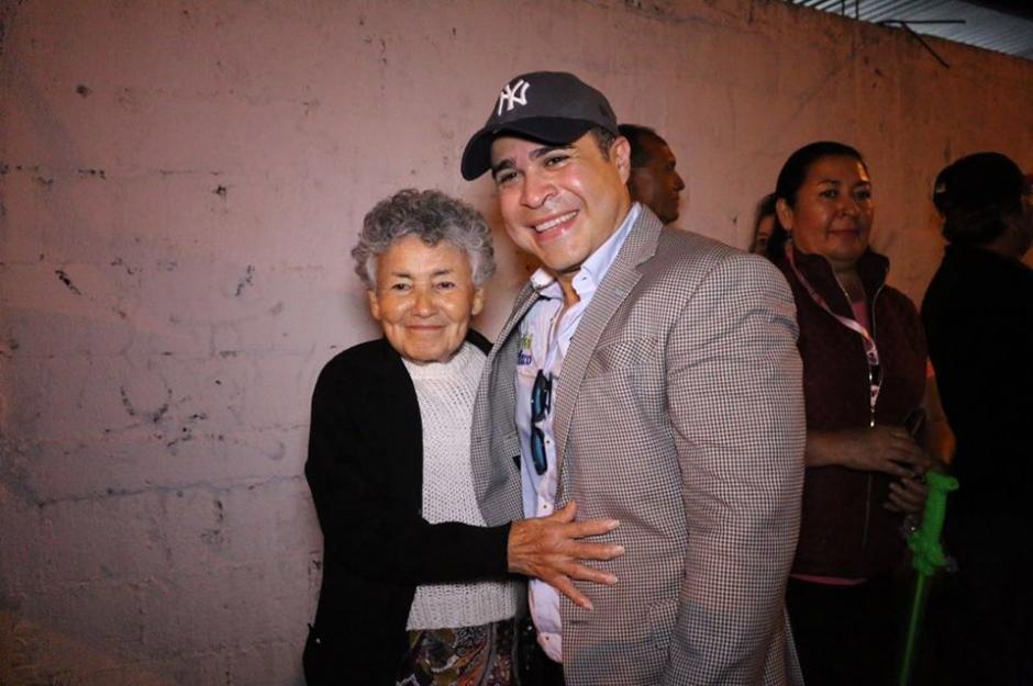 El alcalde de Mixco dijo que estará fuera durante cuatro días. (Foto: Facebook/Neto Bran)