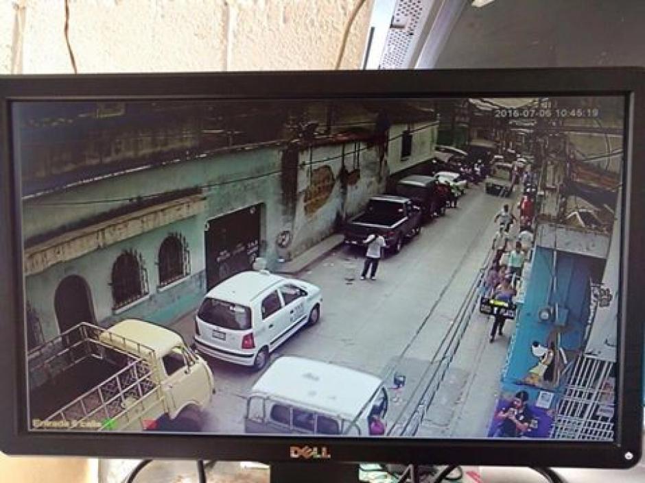 Las cámaras que recién fueron instaladas en el Mercado de Mixco, fueron compradas con el dinero de Neto Bran. (Foto: Facebook/Neto Bran)