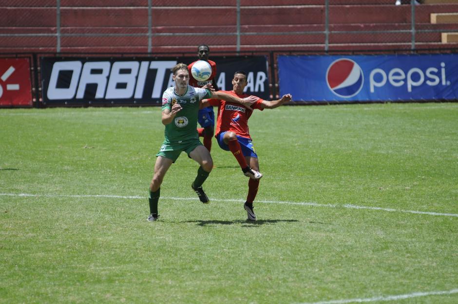 Los salvadoreños no se la pusieron fácil a los Rojos. (Foto: Pedro Pablo Mijangos/Soy502)