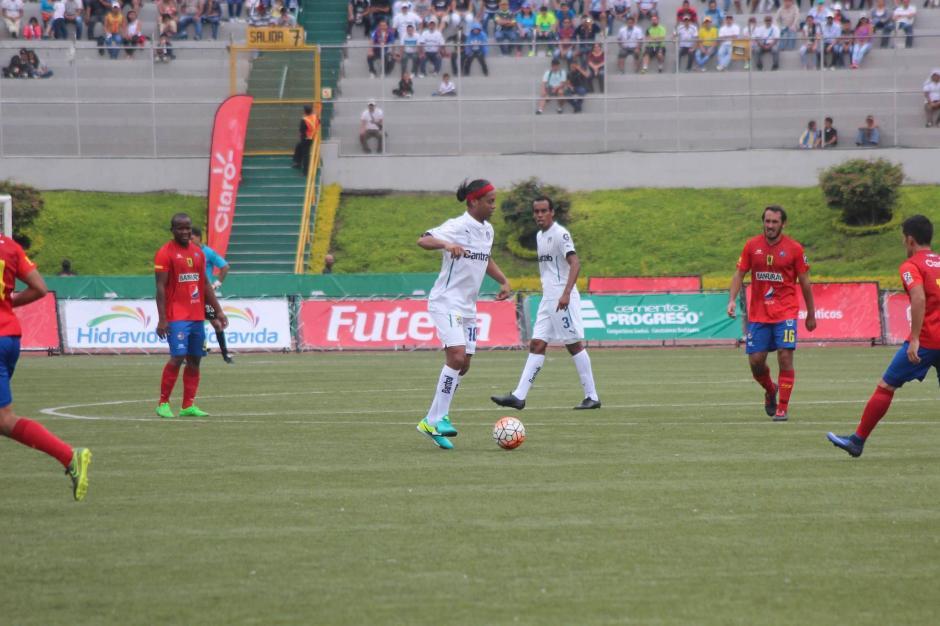 El partido terminó 2-2, aunque sin gol de Dinho. (Foto: Alejandro Balán/Soy502)