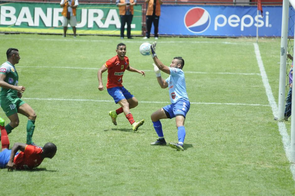 Los Rojos iniciaron su preparación en el Estadio El Trébol. (Foto: Pedro Pablo Mijangos/Soy502)