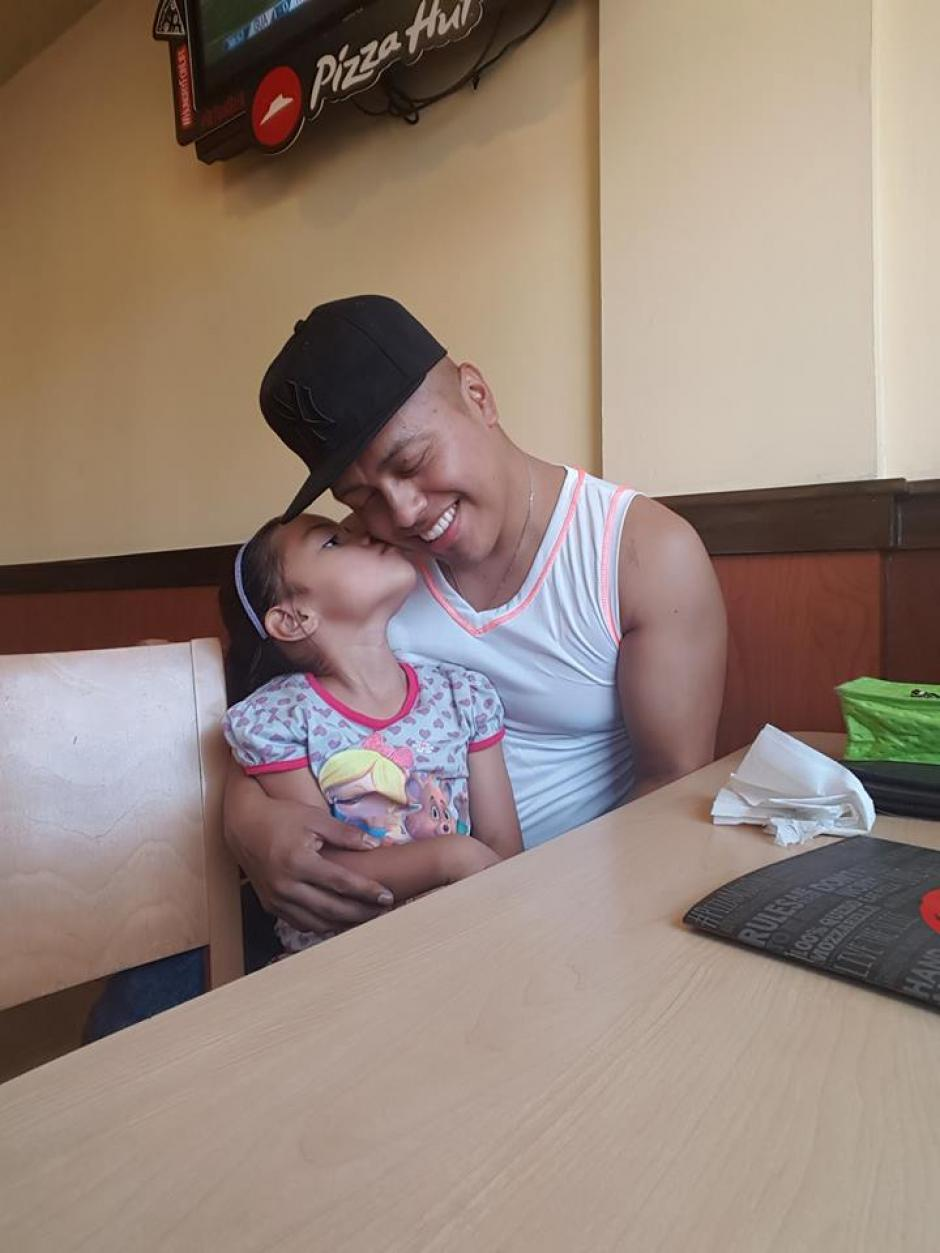 El apoyo de su familia fue incondicional de principio a fin en esta batalla. (Foto: Facebook/Leandro Rivas)
