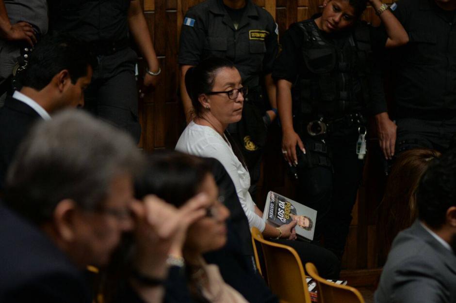 """La sindicada Judith Ruiz leía """"El poder del Yo Soy"""" (Foto: Archivo/Soy502)"""