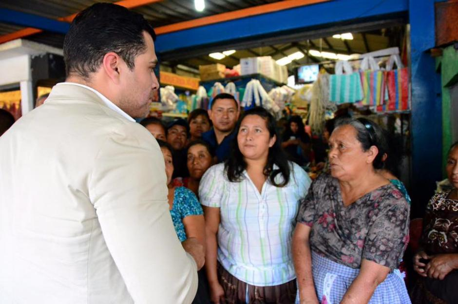 El jefe edil, dice que no le duele gastar su dinero en ayudar a los mixqueños. (Foto: Facebook/Neto Bran)