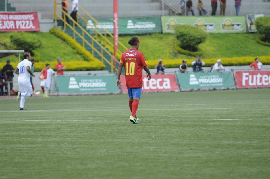 Ronaldinho inició el partido con los Rojos. (Foto: Pedro Pablo Mijangos/Soy502)