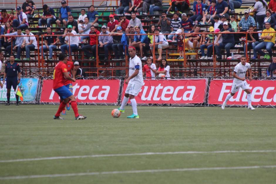 A pesar de liderar al equipo, Dinho se fue sin gol. (Foto: Alejandro Balán/Soy502)