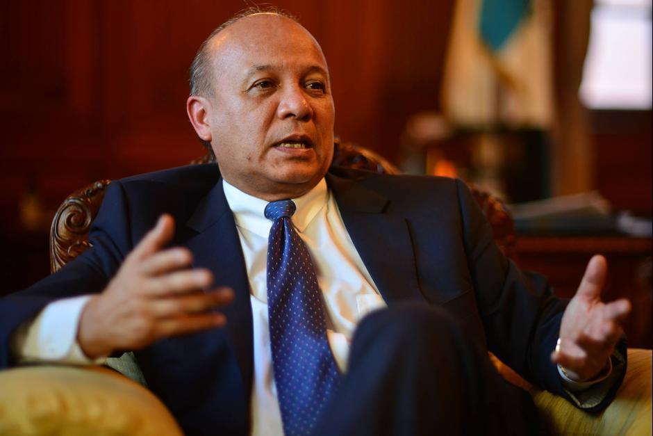 El ministro de la cartera, José Luis Chea, aseguró que investigarían el involucramiento del viceministro en las compras. (Foto: Archivo/Soy502)