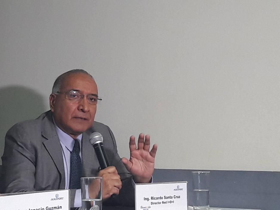 Ricardo Santa Cruz, Director de la Red I+D+I de Agexport, sostiene que en el país se invierte menos de 4 centavos de dolar anuales en innovaciones. (Foto: Javier Lainfiesta/Soy502)