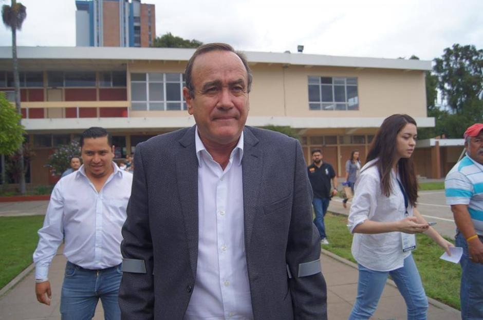 Alejandro Giammattei asegura que no se cree los mensajes del Gobierno y que existen intereses políticos tras el motín. (Foto: Archivo/Soy502)