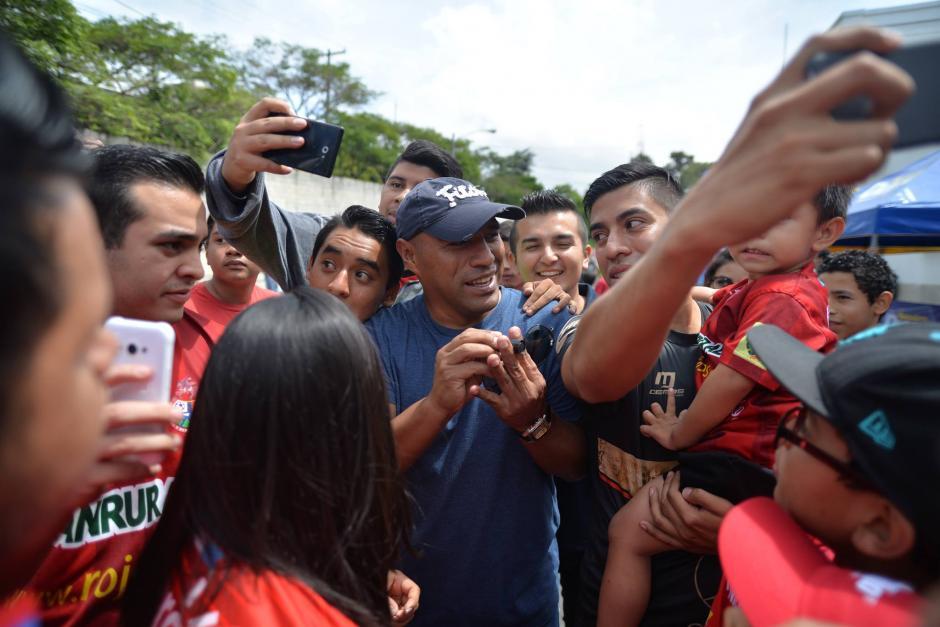 Plata fue recibido por la afición como el gran ídolo escarlata. (Foto: Wilder López/Soy502)