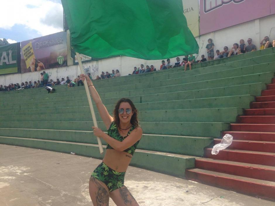 Grace es una aficionada originaria de Australia que apoyó a Antigua GFC. (Foto: Fredy Hernández/Soy502)