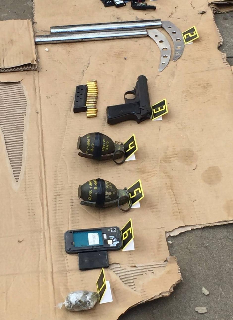 Se incautaron cuatro armas de fuego, de acuerdo al reporte de la PNC. (Foto: PNC)