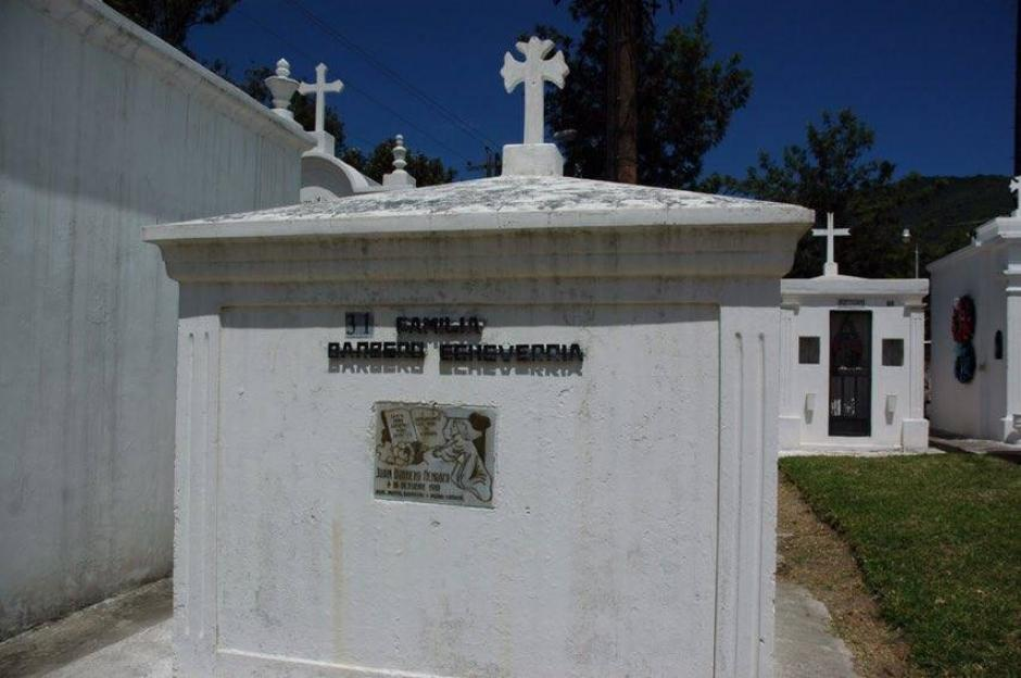 Conocerás un poco de historia de los mausoleos del lugar. (Foto: Fredy Hernández/Soy502)