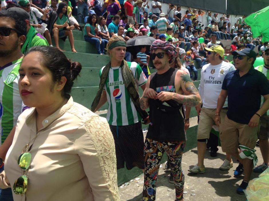 Además de Grace, otros extranjeros estuvieron en el estadio Pensativo. (Foto: Fredy Hernández/Soy502)