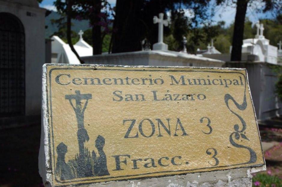 El cementerio se encuentra en la quinta calle poniente final. (Foto: Fredy Hernández/Soy502)