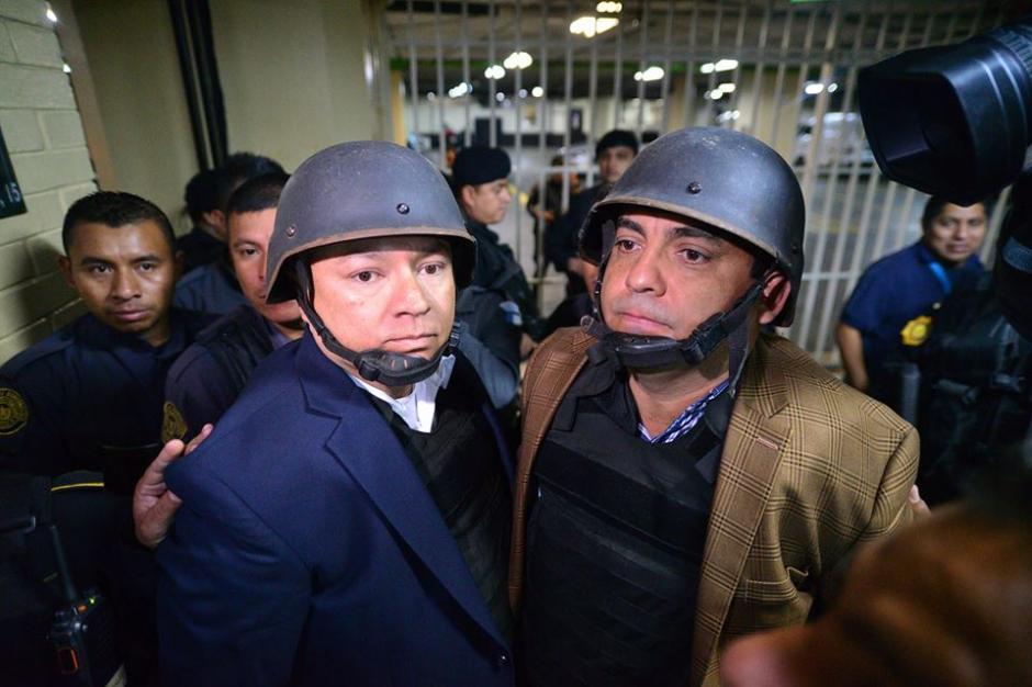 """Salvador González """"Eco"""" y Juan Carlos Monzón utilizan chaleco antibalas y un caso para sus traslados fuera de prisión. (Foto: Archivo/Soy502)"""
