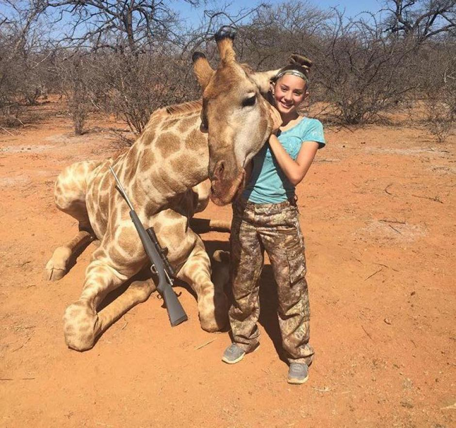 Aryanna Gourdin es una niña cazadora de 12 años que posa junto a los animales que mata. (Foto: Facebook, Aryanna Gourdin)
