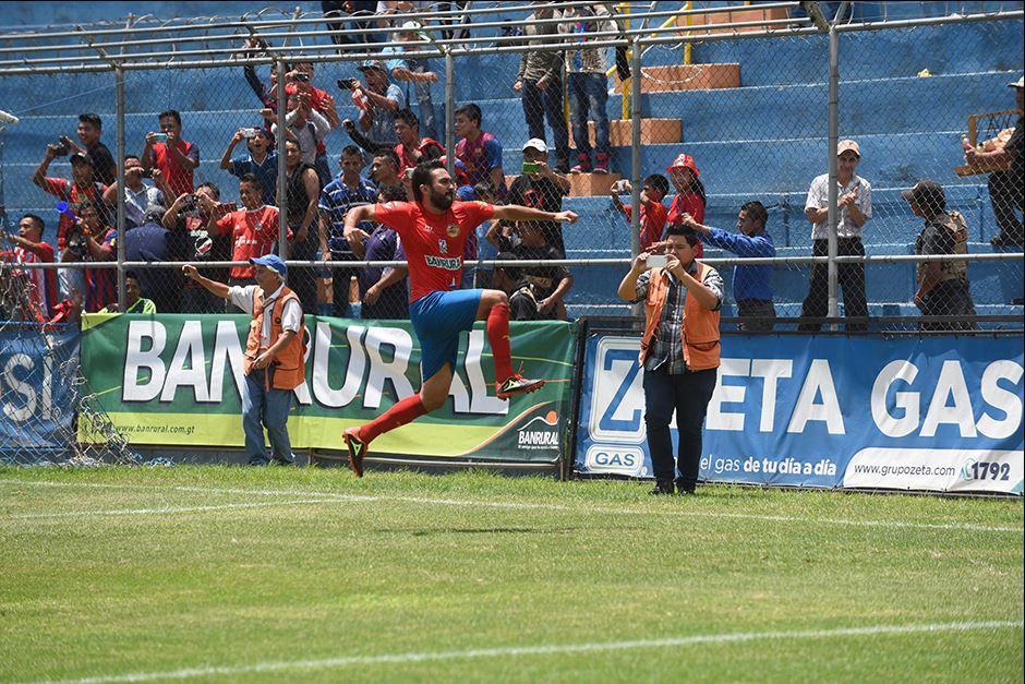 Kamiani saltó en una celebración normal... (Foto: Diego Galiano/Nuestro Diario)