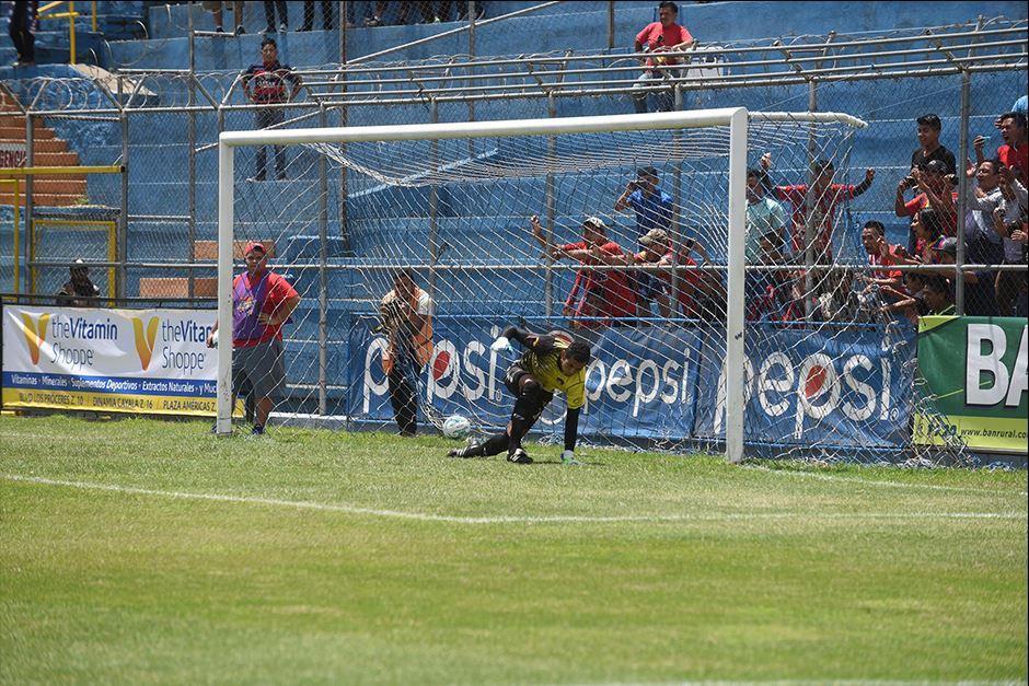 Carlos Kamiani abrió así el marcador. (Foto: Diego Galiano/Nuestro Diario)