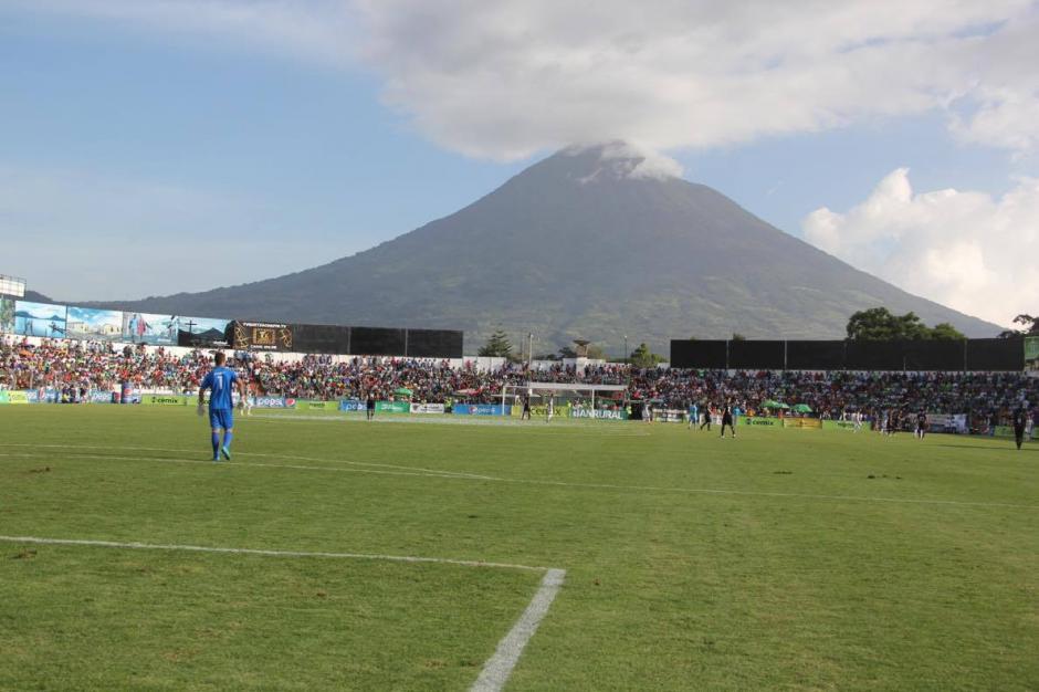 Increíble postal del Pensativo con el volcán de fondo (Foto: Soy502)