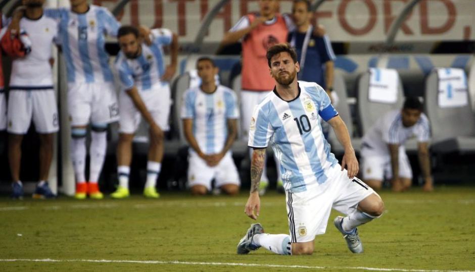 Tras la derrota en la final contra Chile, Lio renunció a la Selección; luego reconsideró. (Foto: Twitter)