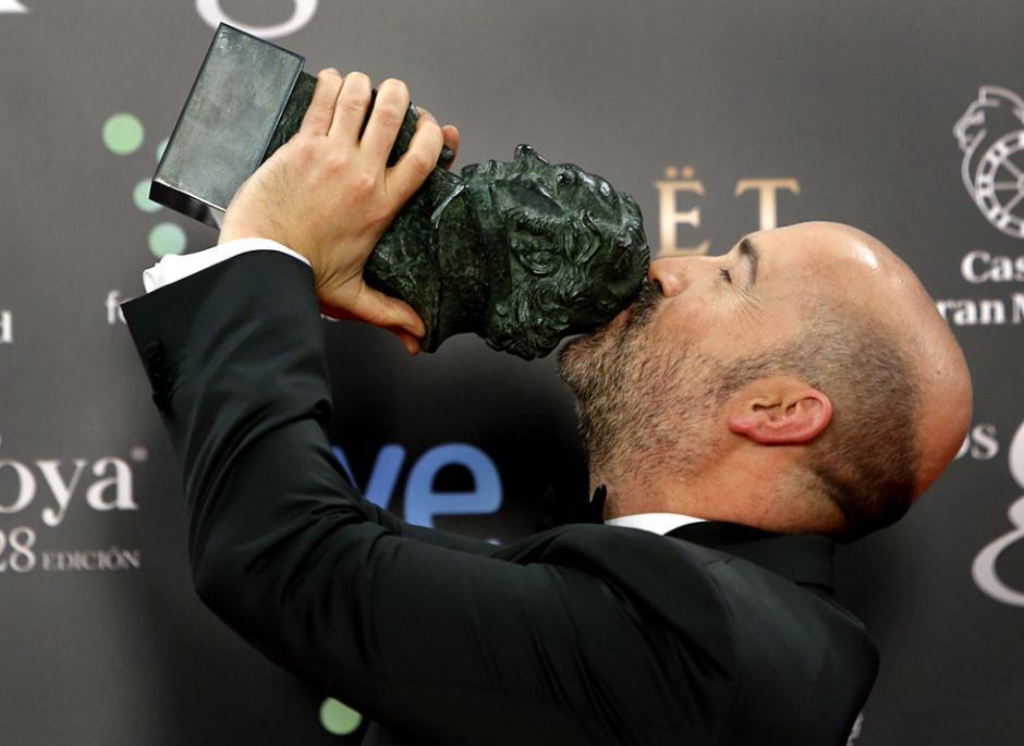 """Javier Cámara con su Goya al Mejor Actor por la película """"Vivir es fácil con los ojos cerrados"""". (Foto: EFE)"""