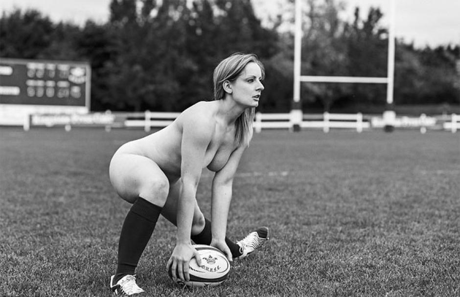 Las jugadoras del equipo de rugby de Oxford, posaron estratégicamente para las imágenes del calendario. (Foto: designyoutrust.com)
