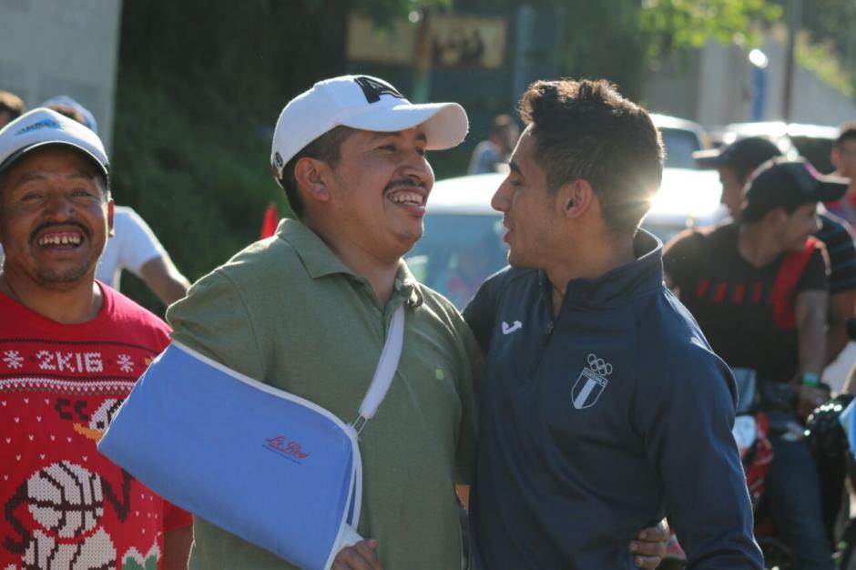 La sonrisa de Pineda y de sus paisanos dice más que mil palabras. (Foto: Muni Mataquescuintla)