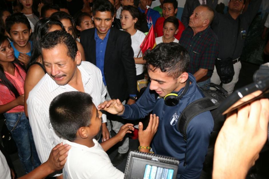 Los primos y familiares también recibieron a Pineda. (Foto: Muni Mataquescuintla)