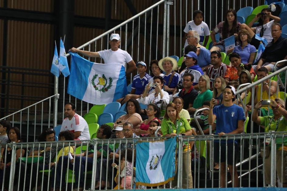 Banderas de Guatemala destacaron en los graderíos de la Arena Deodoro. (Foto: Comité Olímpico Guatemalteco)