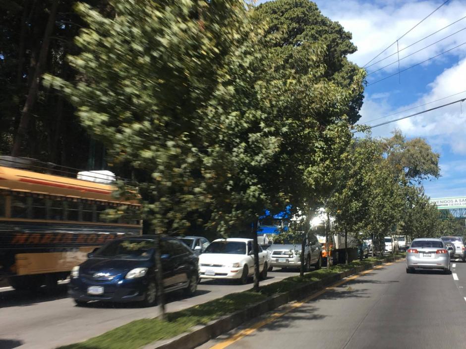 El tráfico se hace cada vez más grande. (Foto: Fredy Hernández/Soy502)