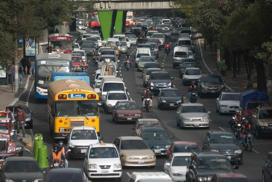 El problema con el tráfico vehicular y transporte en el país puede ser una ventaja competitiva para Uber Latinoamérica. (Foto: Archivo/Soy502)