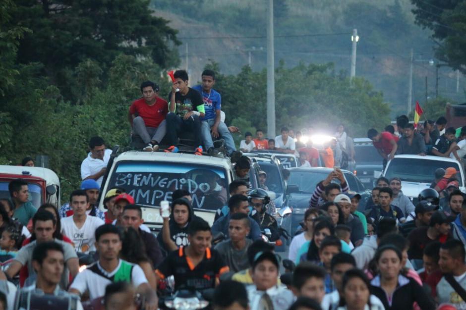 Cientos de personas esperaban el retorno de Pineda Zeta en Mataquescuintla. (Foto: Muni Mataquescuintla)