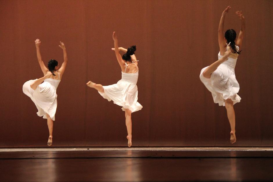 La Gran Sala Efraín Recinos tuvo un lleno a reventar y durante cuatro horas disfrutaron de la presentación de 18 compañías de danza (Foto: Alexis Batres/Soy502)