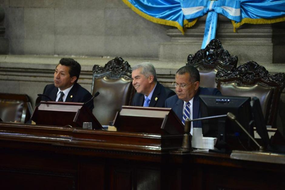Luis Rabbé, presidente del Congreso, se ríe de los señalamientos de Mario Taracena. (Foto: Jesús Alfonso/Soy502)