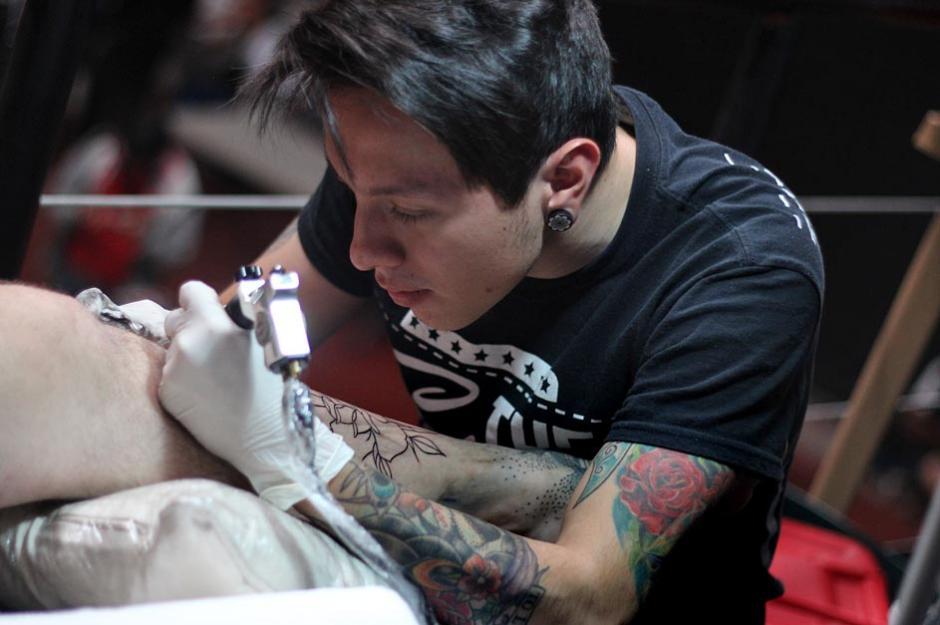 La creatividad se pone en juego en cada tatuaje, haciendo de muchos de ellos, diseños únicos. (Foto: José Dávila/Soy502)