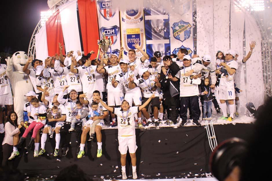 Comunicaciones festeja su tercera corona al hilo, tras vencer en la final a Heredia. (Foto: José Dávila/Soy502)