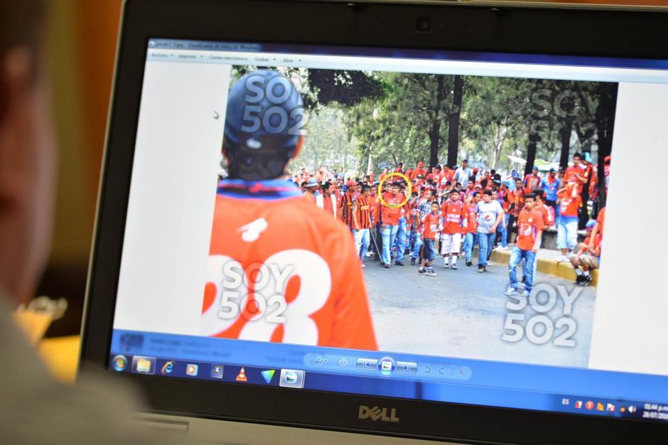 El MP presentó fotografías donde se observa a la turba roja en los alrededores del estadio El Trébol donde ocurrió el incidente violento. (Foto: Archivo/Soy502)