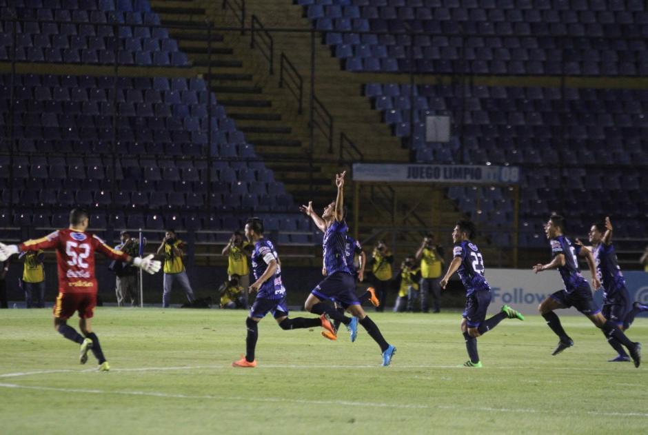 Kevin Ruiz fue el encargado de anotar el único gol al minuto 90+2. (Foto: Luis Barrios/Soy502)
