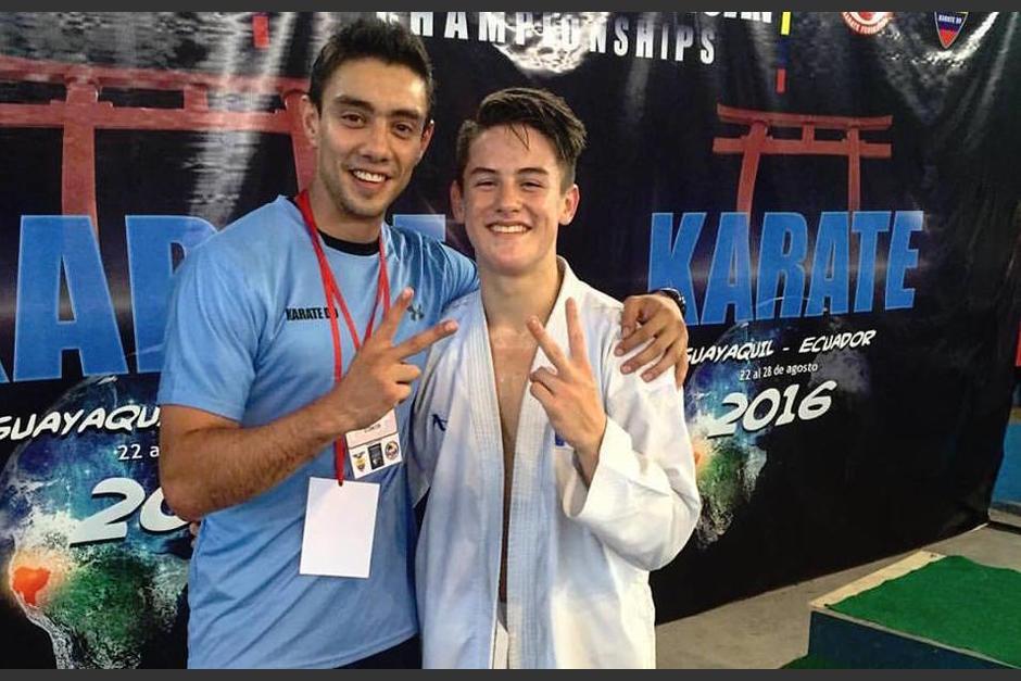 Cristian Wever y su sensei Guido Abdalla Ortíz, tras ganar en el Panamericano. (Foto: Christian Wever)