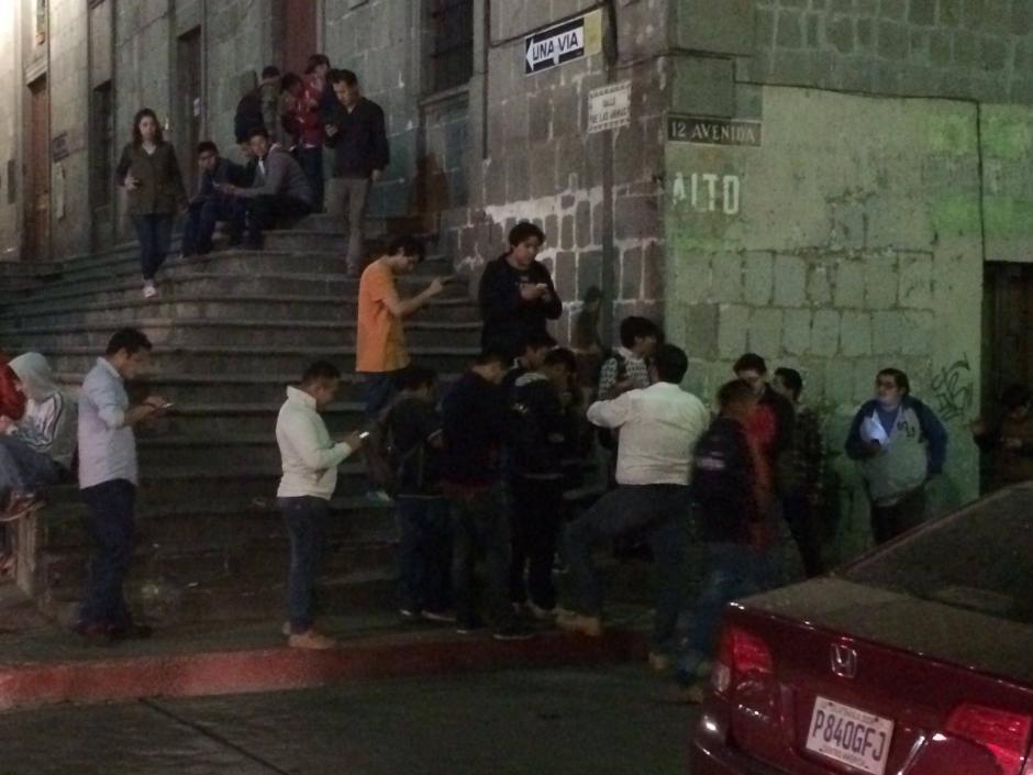 Por varios minutos, los cazadores se aglomeraron cerca del parque de Quetzaltenango. (Foto: Stereo 100 Xela)