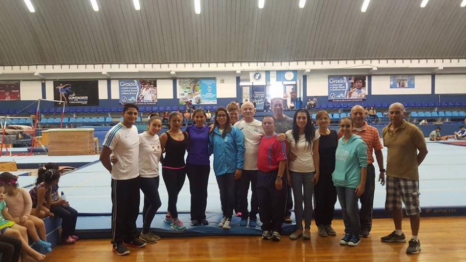 Los entrenadores de la federación también felicitaron a Ana Sofía por su participación. (Foto: Federación Nacional de Gimnasia)