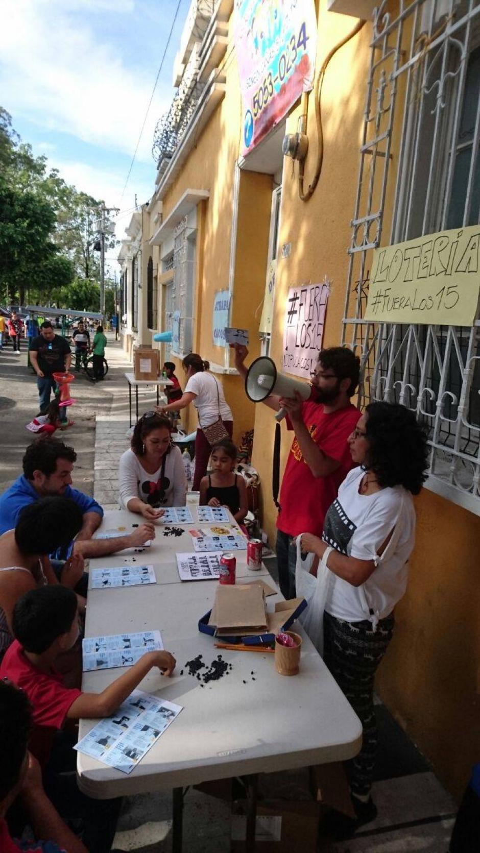 La actividad es parte de la campaña #FueraLos15, en contra de los 15 diputados que tienen algún trámite de proceso a antejuicio. (Foto: La Batucada del Pueblo)