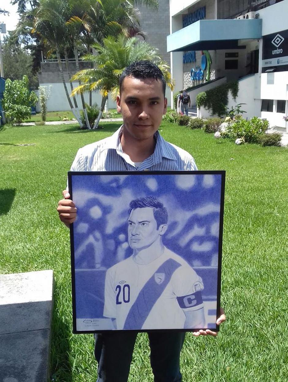 Con una sonrisa en el rostro Edgar Lemus salió del Proyecto Goal. (Foto: Luis Barrios/Soy502)
