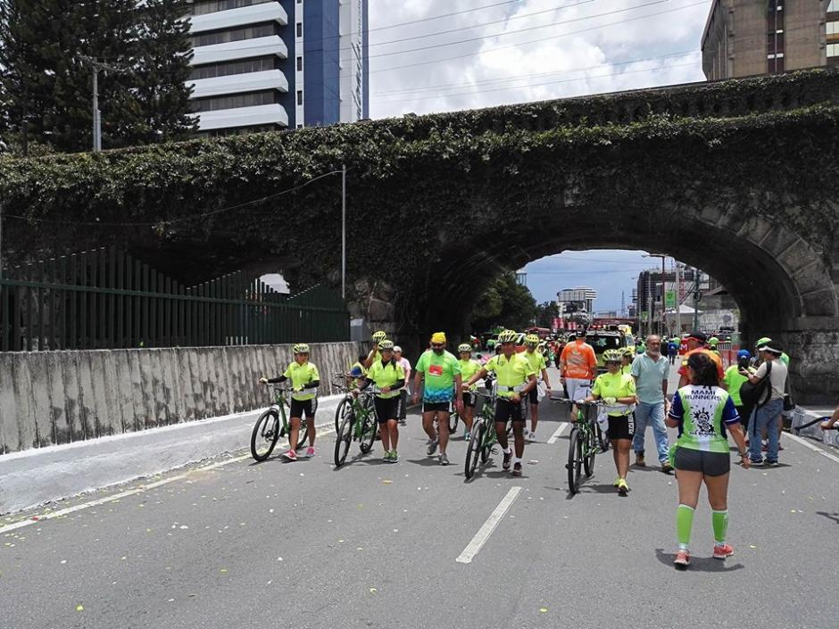 Ariel Rodríguez llegó caminando a la meta de los 21K. (Foto:Soy502)