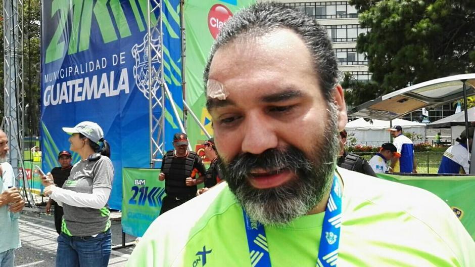 Ariel Rodríguez, el montañista que pasó desaparecido dos días en el volcán Tajumulco, vuelve a ser noticia, ahora al participar en la carrera 21K ocupando el último puesto. (Foto: Soy502)