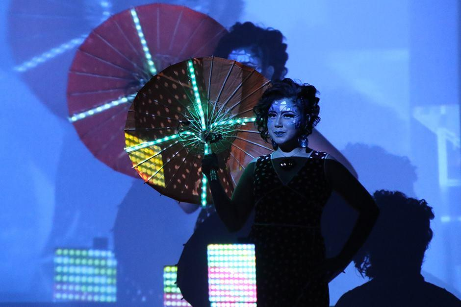 Los participantes también pusieron su creatividad en una peculiar sombrilla. (Foto: Alejandro Balán/Soy502)