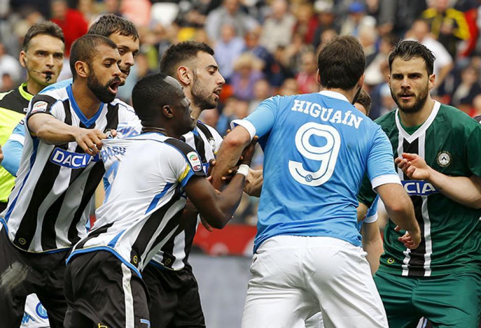 Gonzalo Higuaín gritó y encaró a todos.  (Foto: Adrenalina)