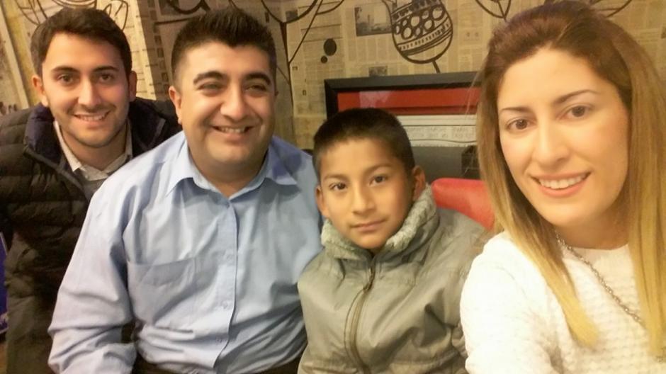 Agustina, Jean Carlos y Julio, junto a otro amigo disfrutaron de una velada divertida. (Foto: Agustina Márquez)